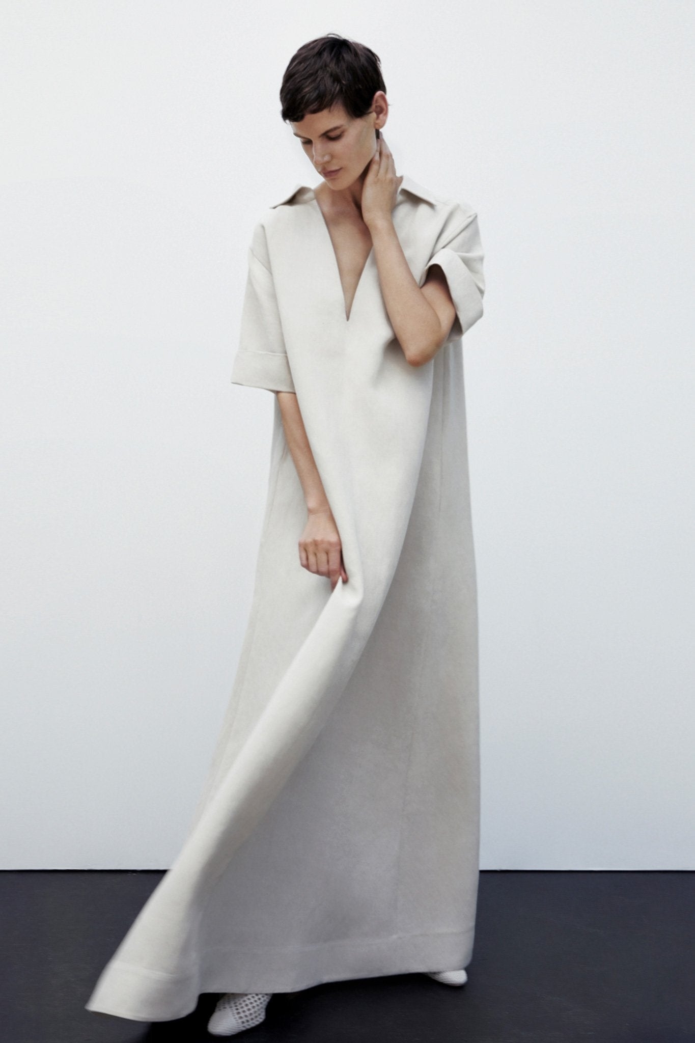 Oversized Shirt Dress in Linen - Taupe - Co Collections