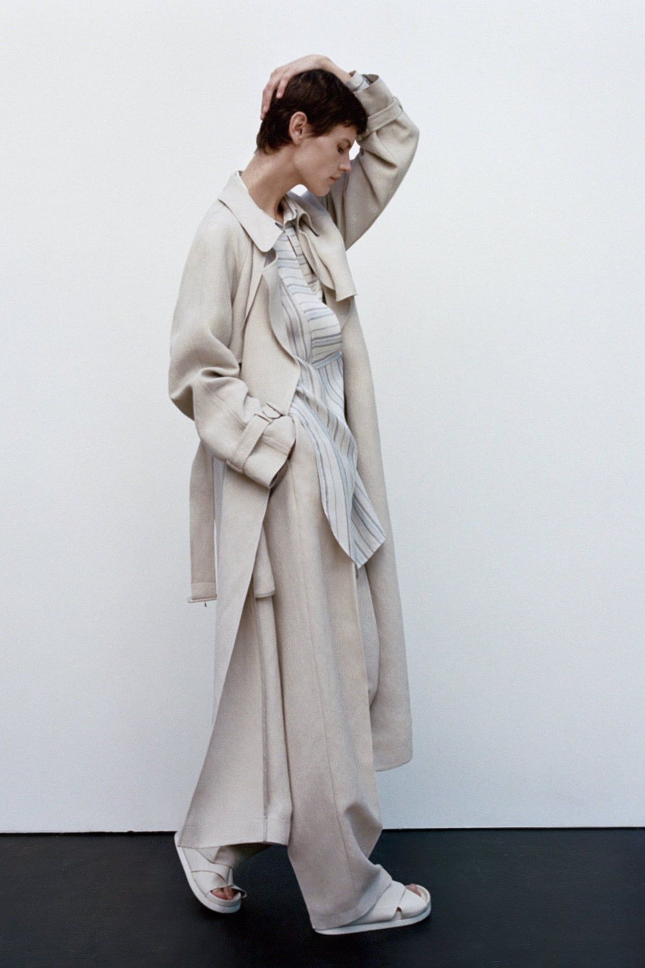 Belted Trench Coat in Linen - Taupe
