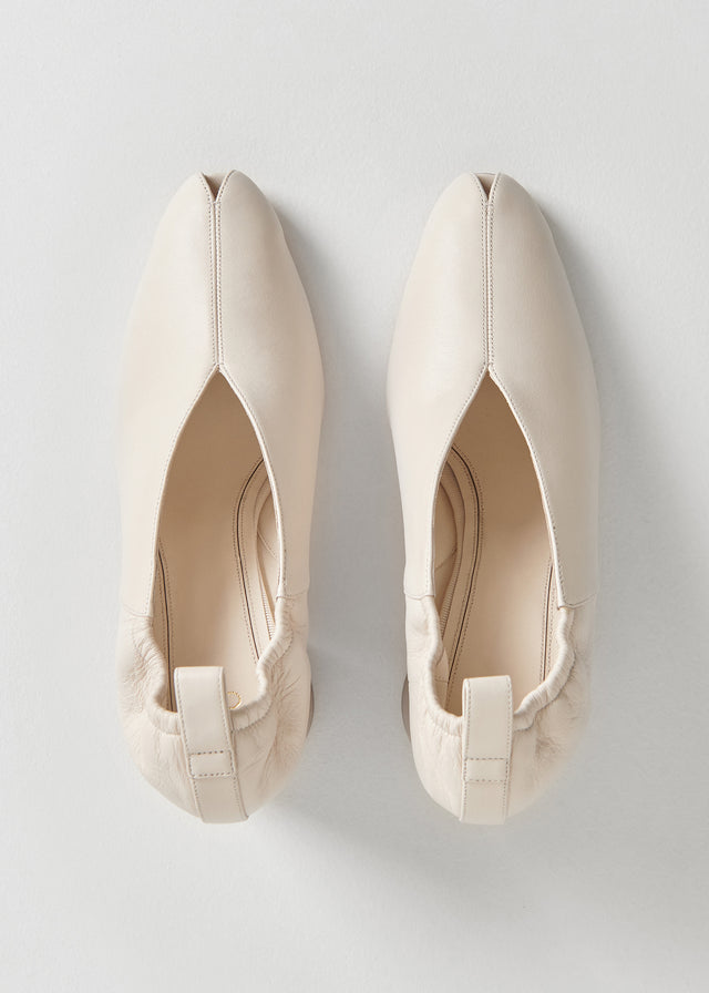 CO - Slit Heel in Smooth Leather - Ivory