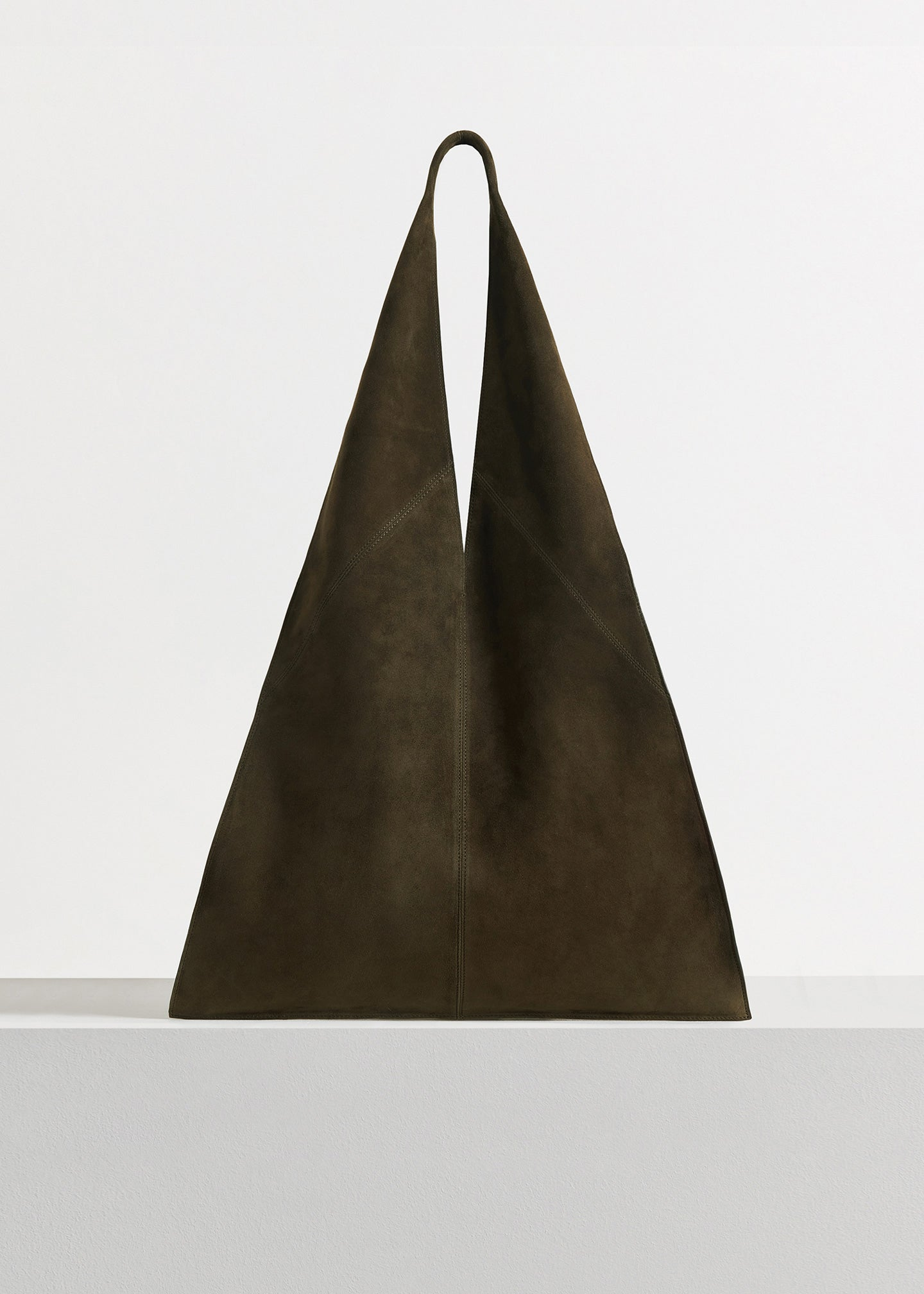 CO - Triangle Bag in Suede - Taupe