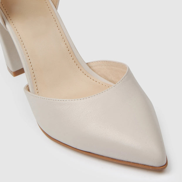 Elegant pointed toe buckle hollow single shoes