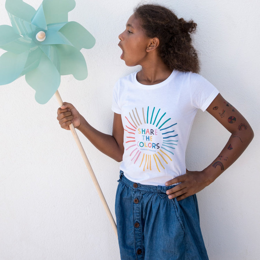 Girl wearing Pourquoi Princesse white organic cotton Share the Colors t-shirt.