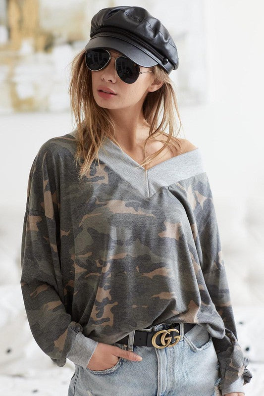 CAMOUFLAGE V-NECK TOP WITH CONTRAST NECK BAND
