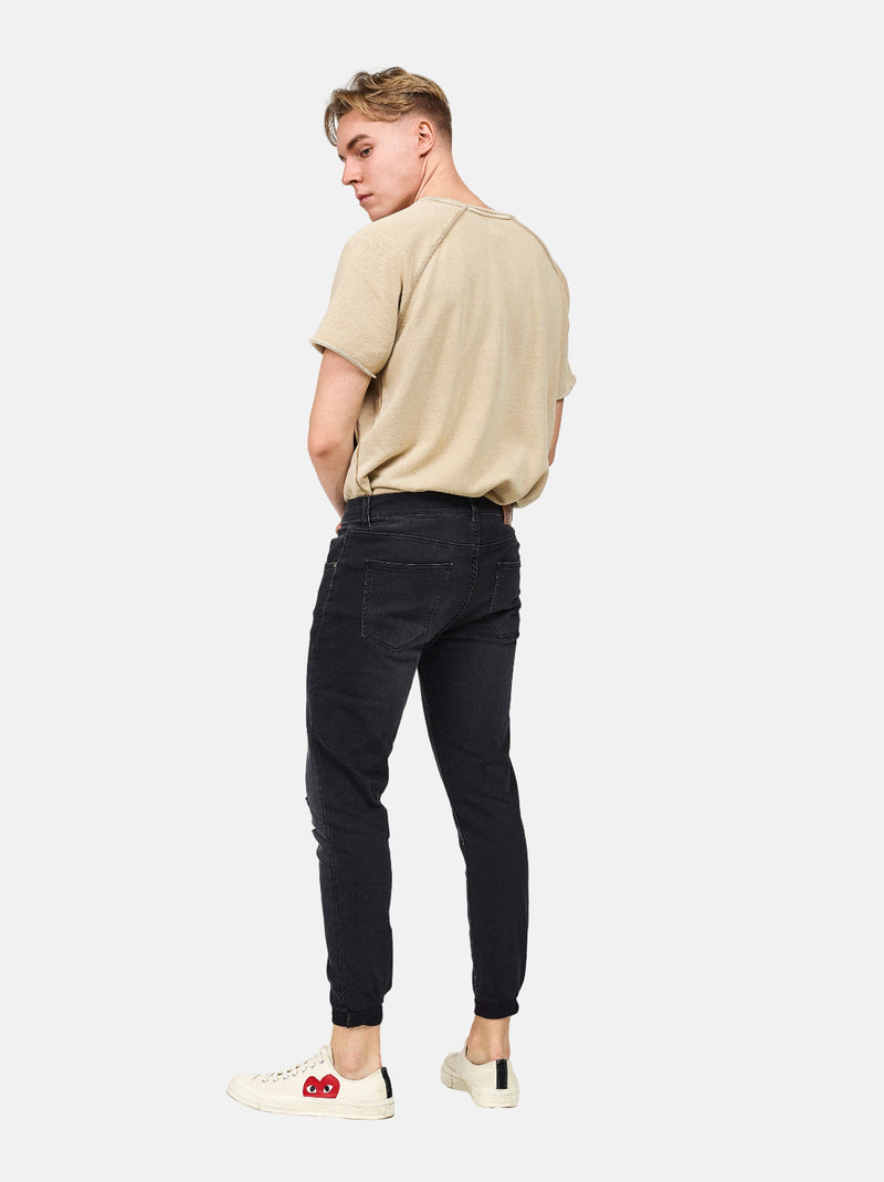 Nazaré Jeans: Slim-Fit Jeans in schwarz