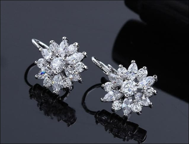 These Cute Earrings Are Surrounded By Ravishing Rhinestone. - White Gold