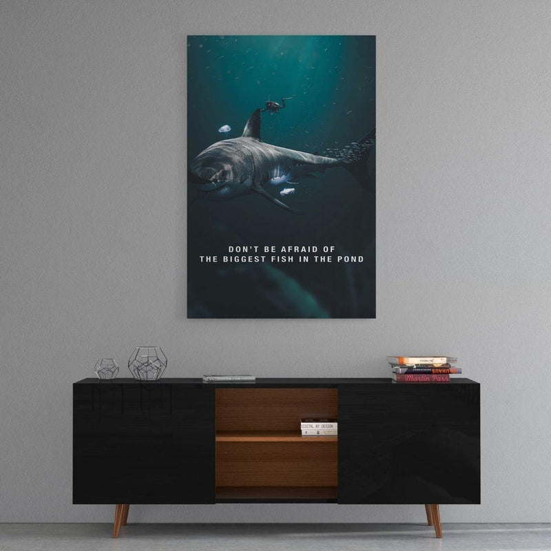 Biggest Fish In The Pond - Mockup mit Hintergrund 2 - Hustling Sharks