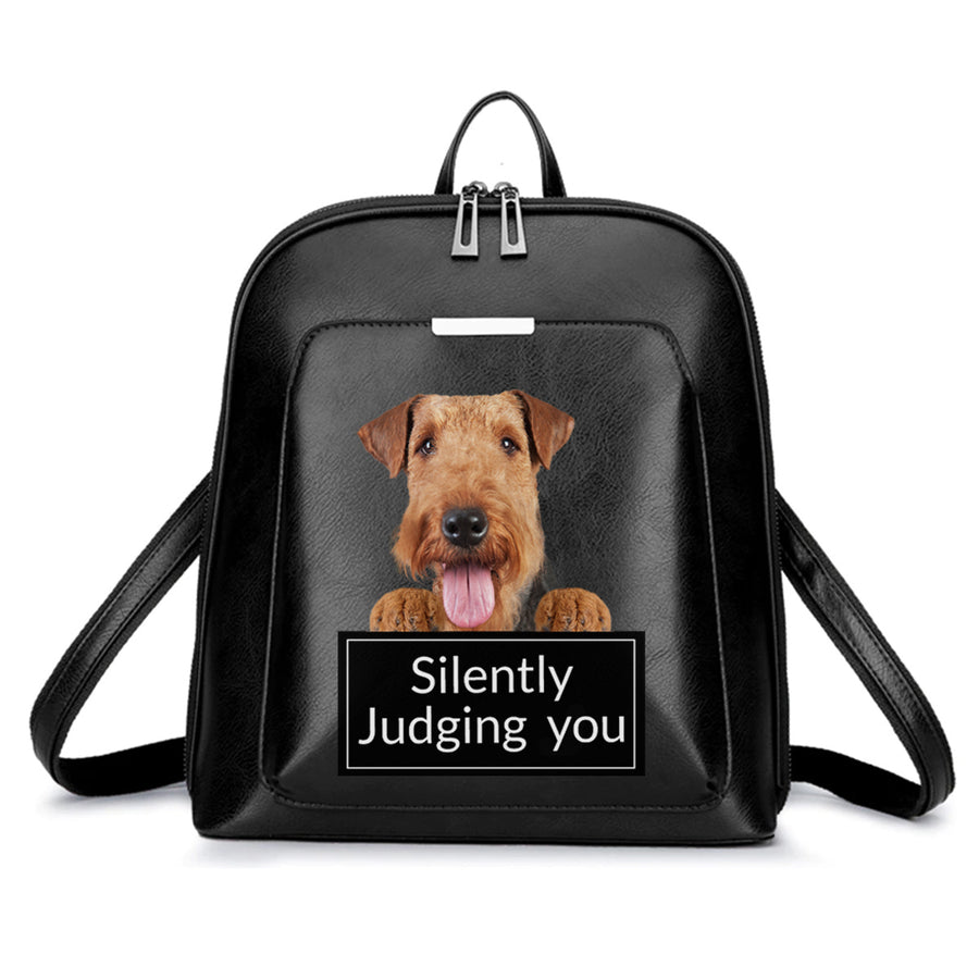 Silently Judging You - Airedale Terrier-rugzak V1