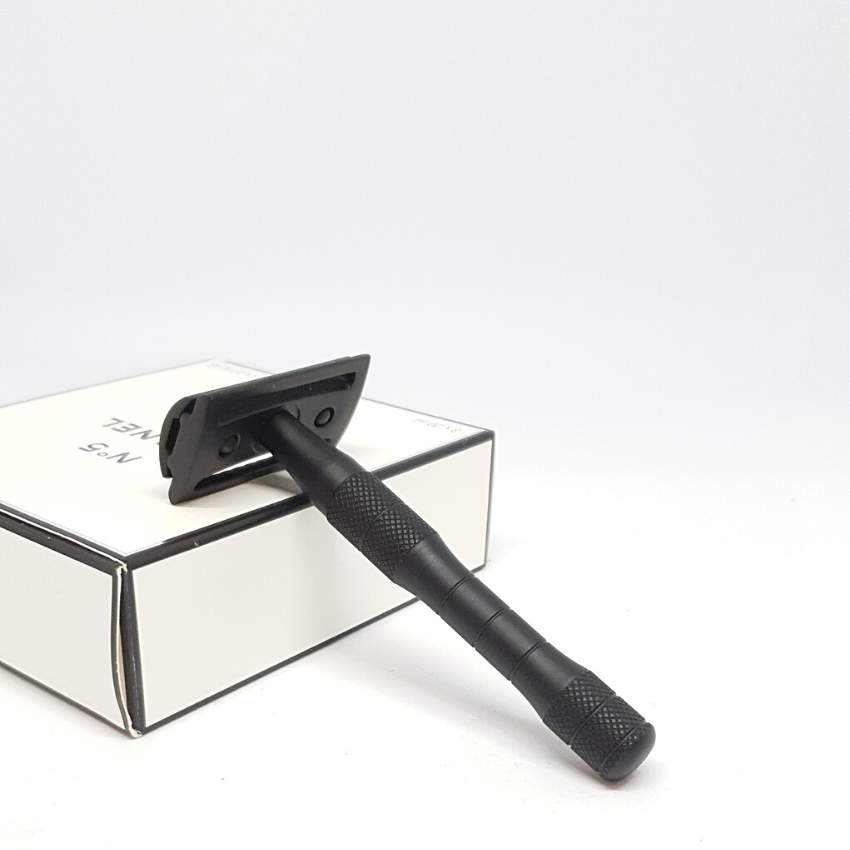 SEDUCTIVE BLACK - Très Chic Shave Kit