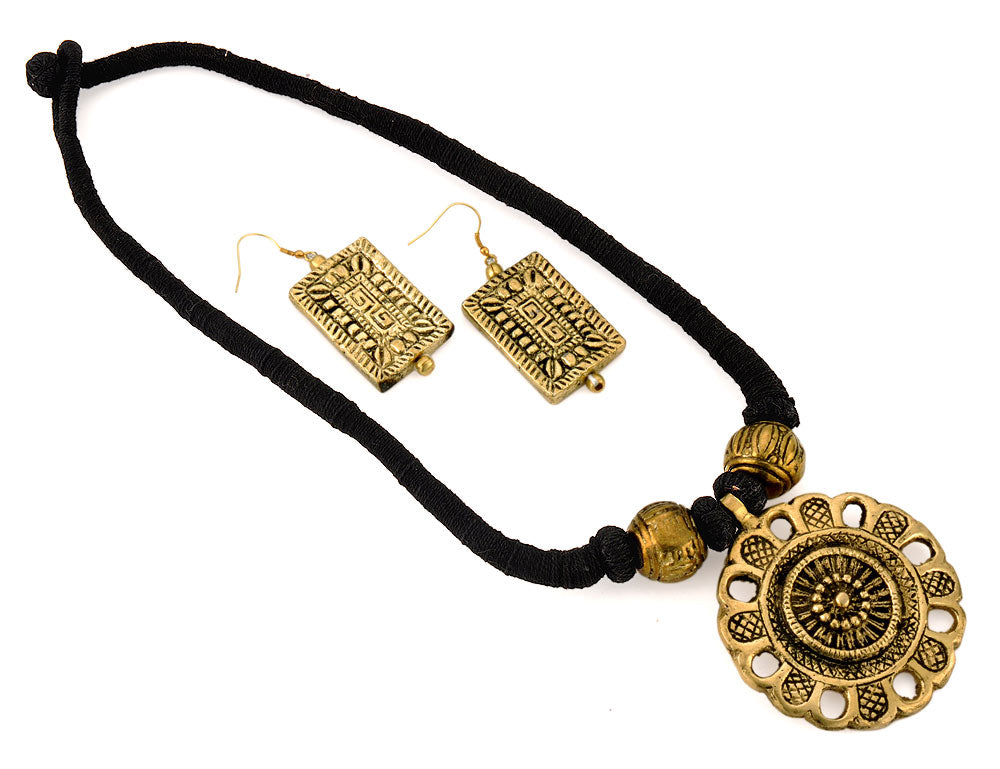 Ethnic Necklace with Metallic Pendant