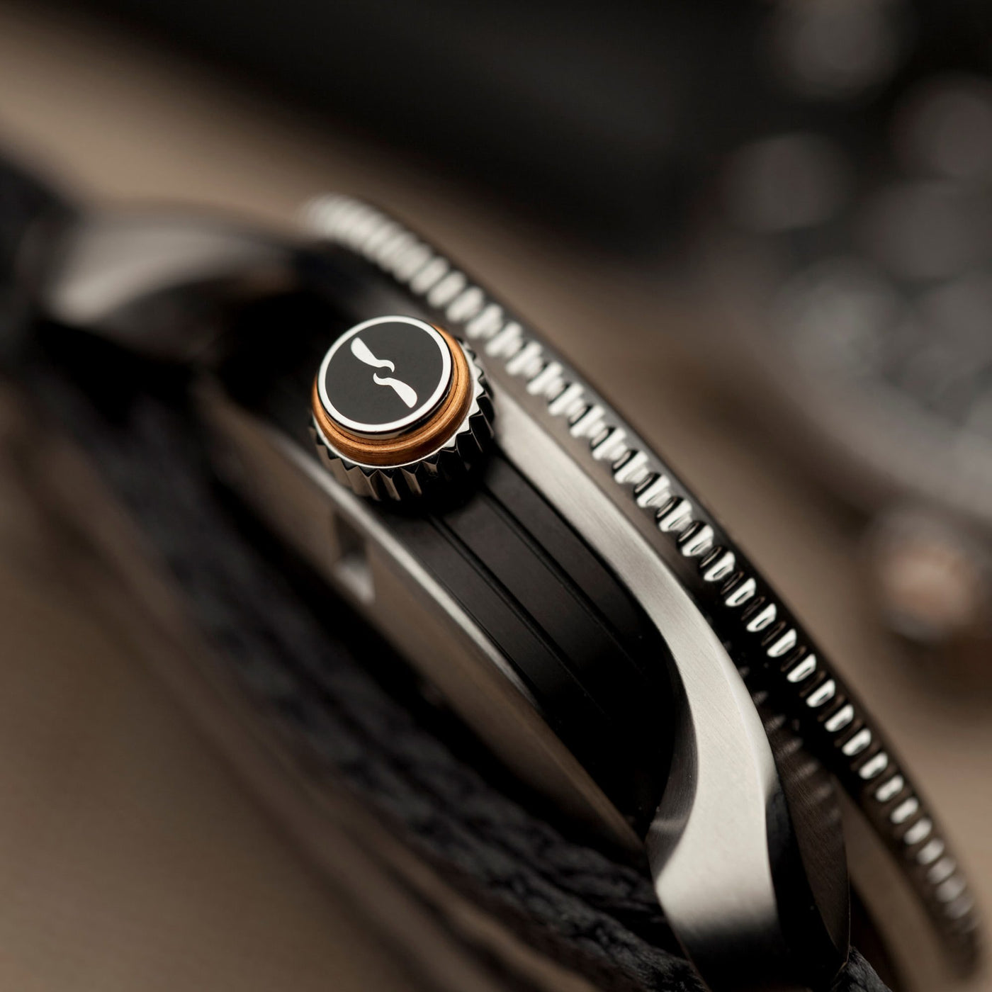 Bremont-S300-BK-case-side