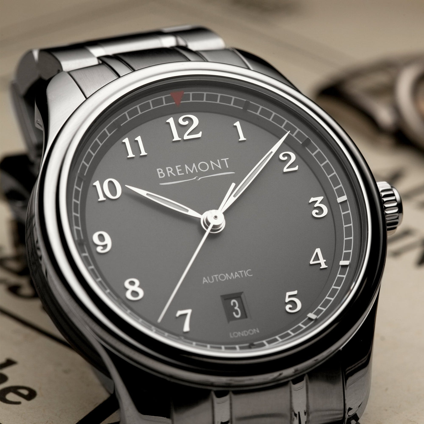 Bremont Airco Mach 2 Anthracite Bracelet Lifestyle