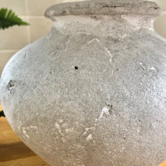 Close of view of the ceramic base of the Fabio  Lamp