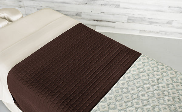 Cream Linens with a Chocolate Quilted Blanket & an Angle Seaspray Premium Saddle