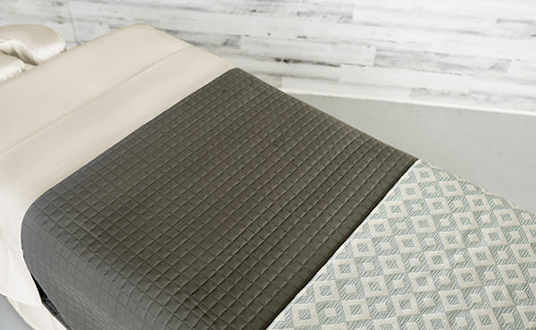 Cream Linens with a Grey Quilted Blanket & an Angle Seaspray Premium Saddle