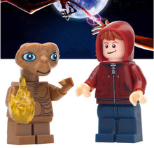 Load image into Gallery viewer, Set of 2 Smart Alien custom brick figures