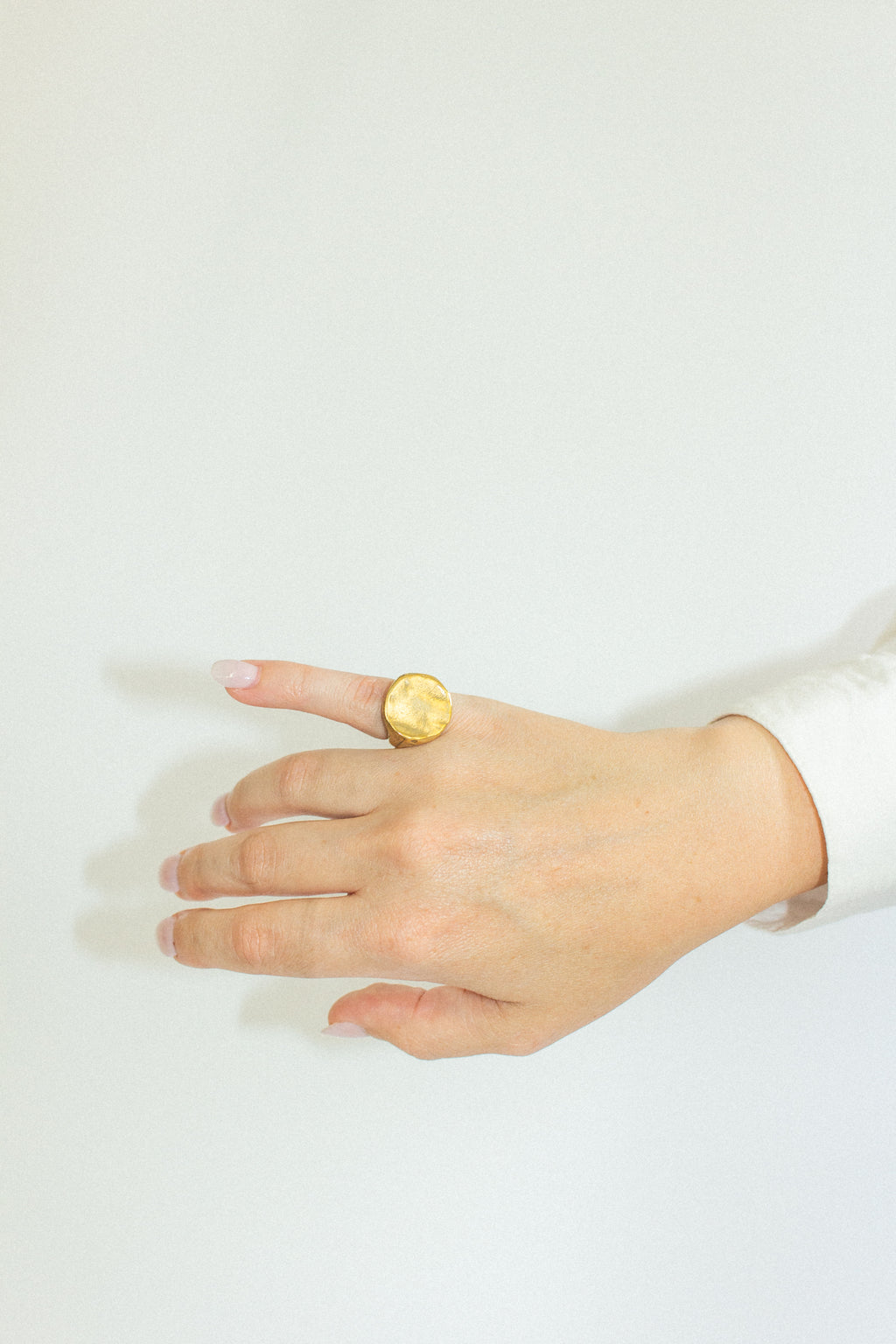 Helena Signet Ring in Gold