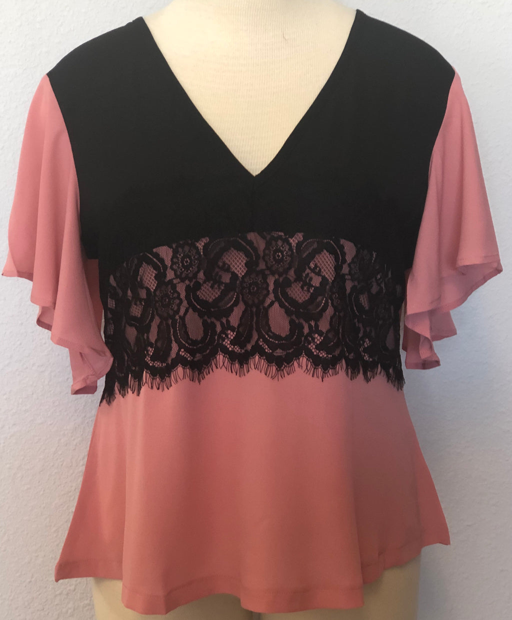 PLUS V-NECK LACE SOLID TOP