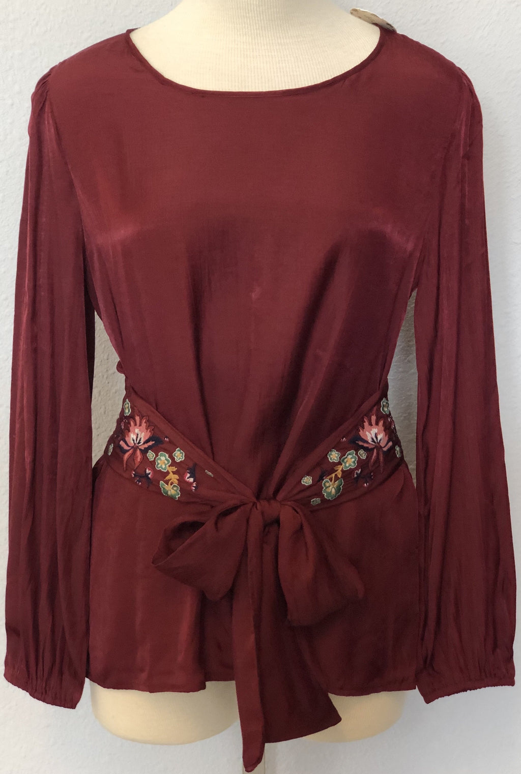 EMBROIDERED WAIST TIE BLOUSE