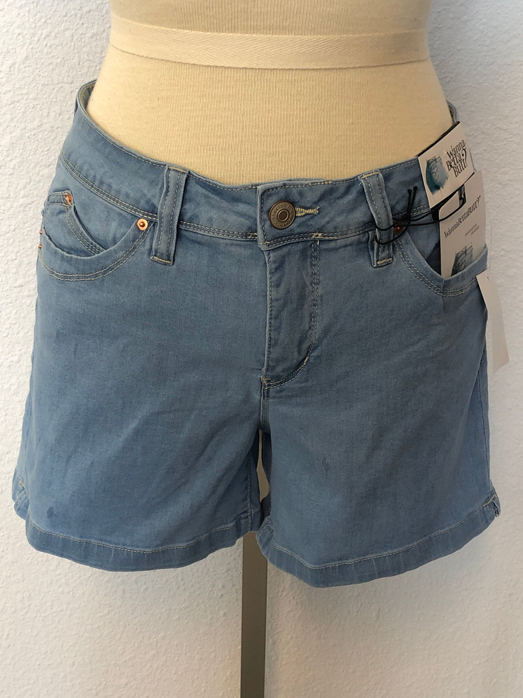 WANNABETTABUTT SHORTS WITH SIDE SLITS