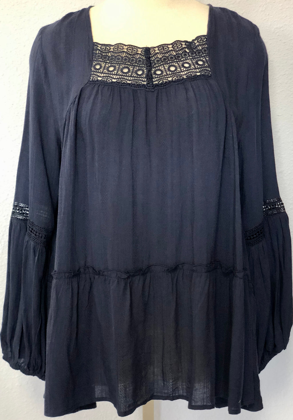 SOLID WOVEN LS EMBROIDERED TUNIC