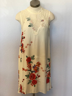 SLEEVELESS WOVEN FLORAL DRESS