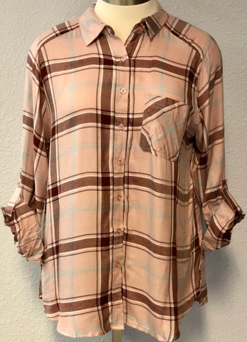 WOVEN PLAID BUTTON UP TOP