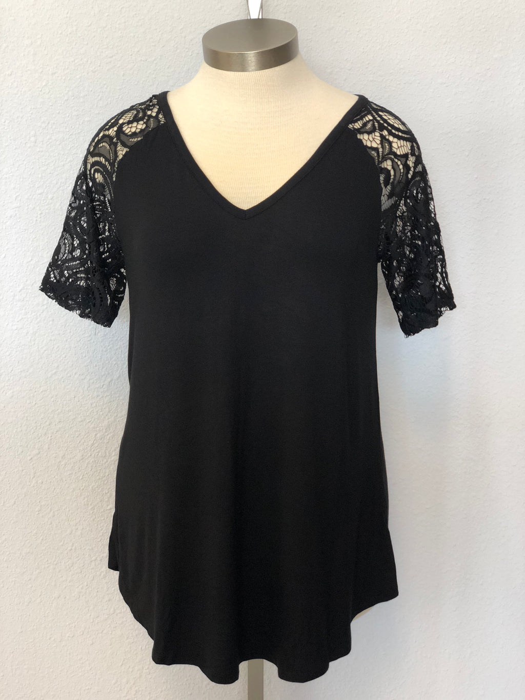 PLUS V-NECK LACE SLEEVE TOP