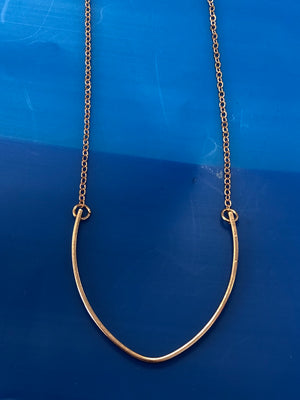 V HORSESHOE NECKLACE
