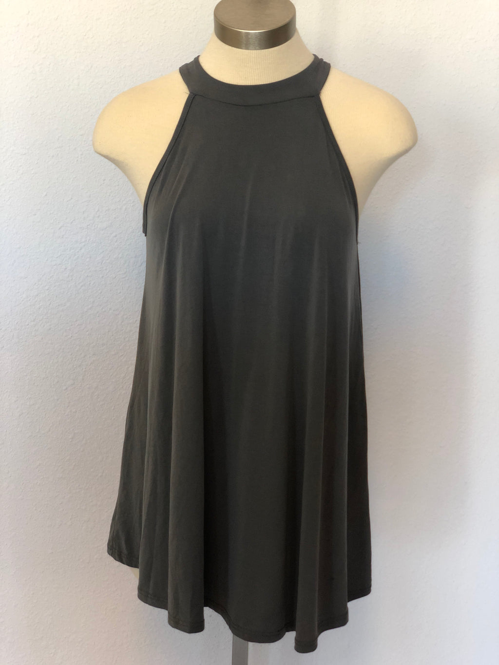 SLEEVELESS FLOWING TUNIC