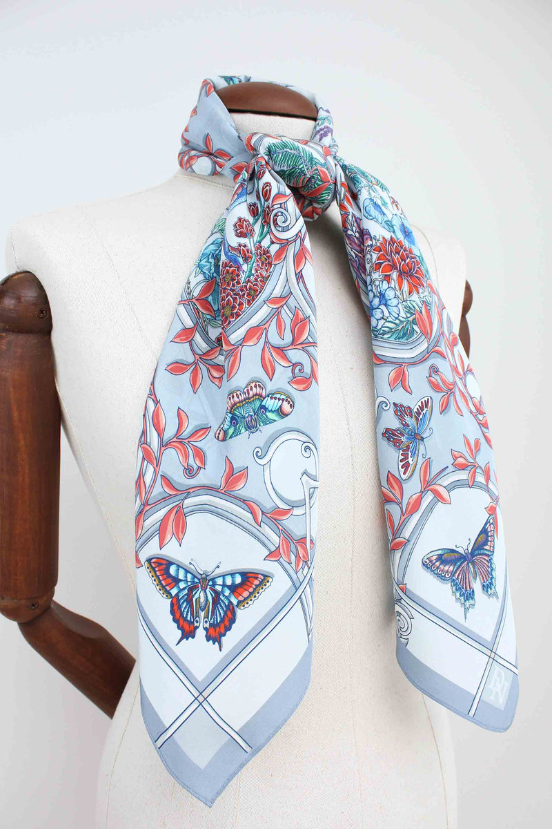 Japanese Cameo Grey Scarf