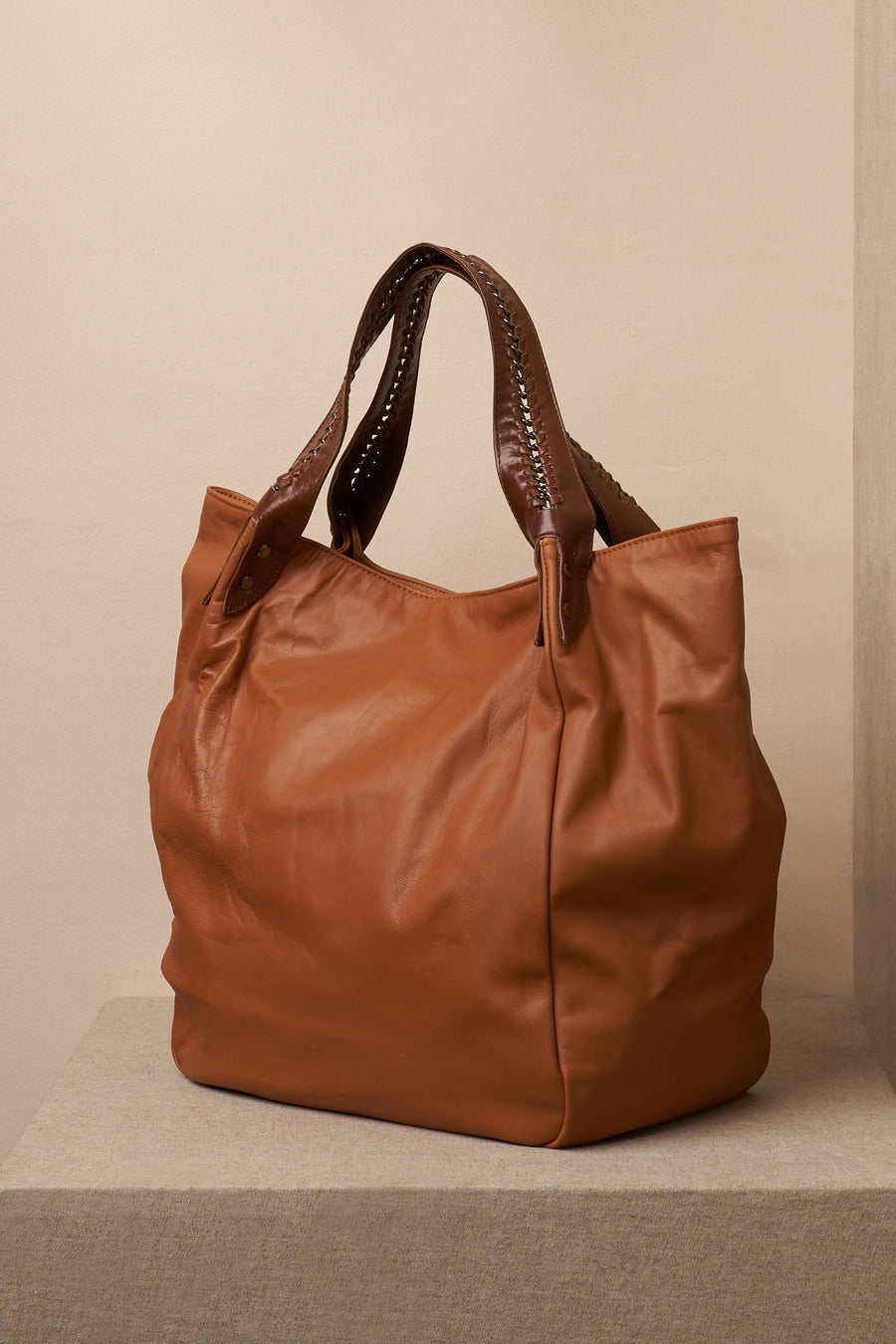 annie bag leather cognac front