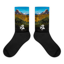 Load image into Gallery viewer, Dragons Mountainous Peru Socks