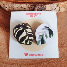 Load image into Gallery viewer, Wooden pins | Variegated leaves