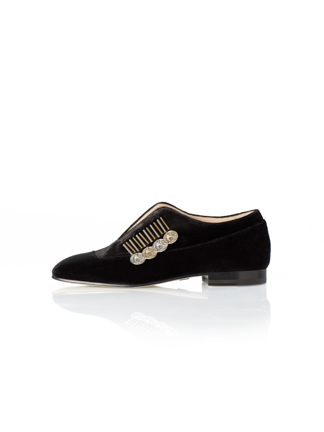 Traviata Flat in black with gold and silver accessory