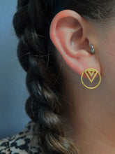 Enso Midi stud in gold being worn on model