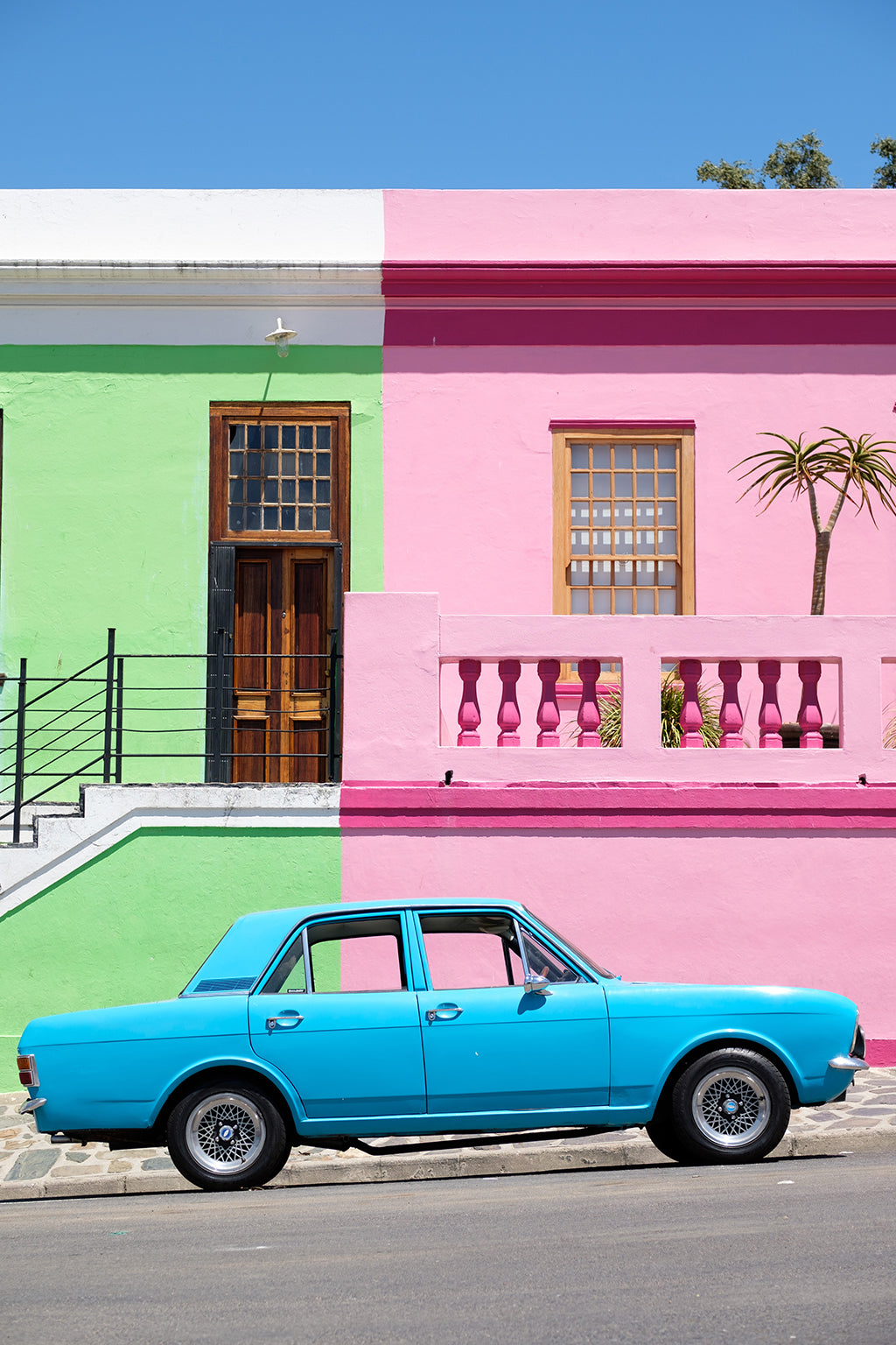 Safari Journal / Blog by Safari Fusion | Colour blocking Bo-Kaap | Colourful houses of Cape Town's Cape Malay Quarter | Photographer Arno Smit via Unsplash