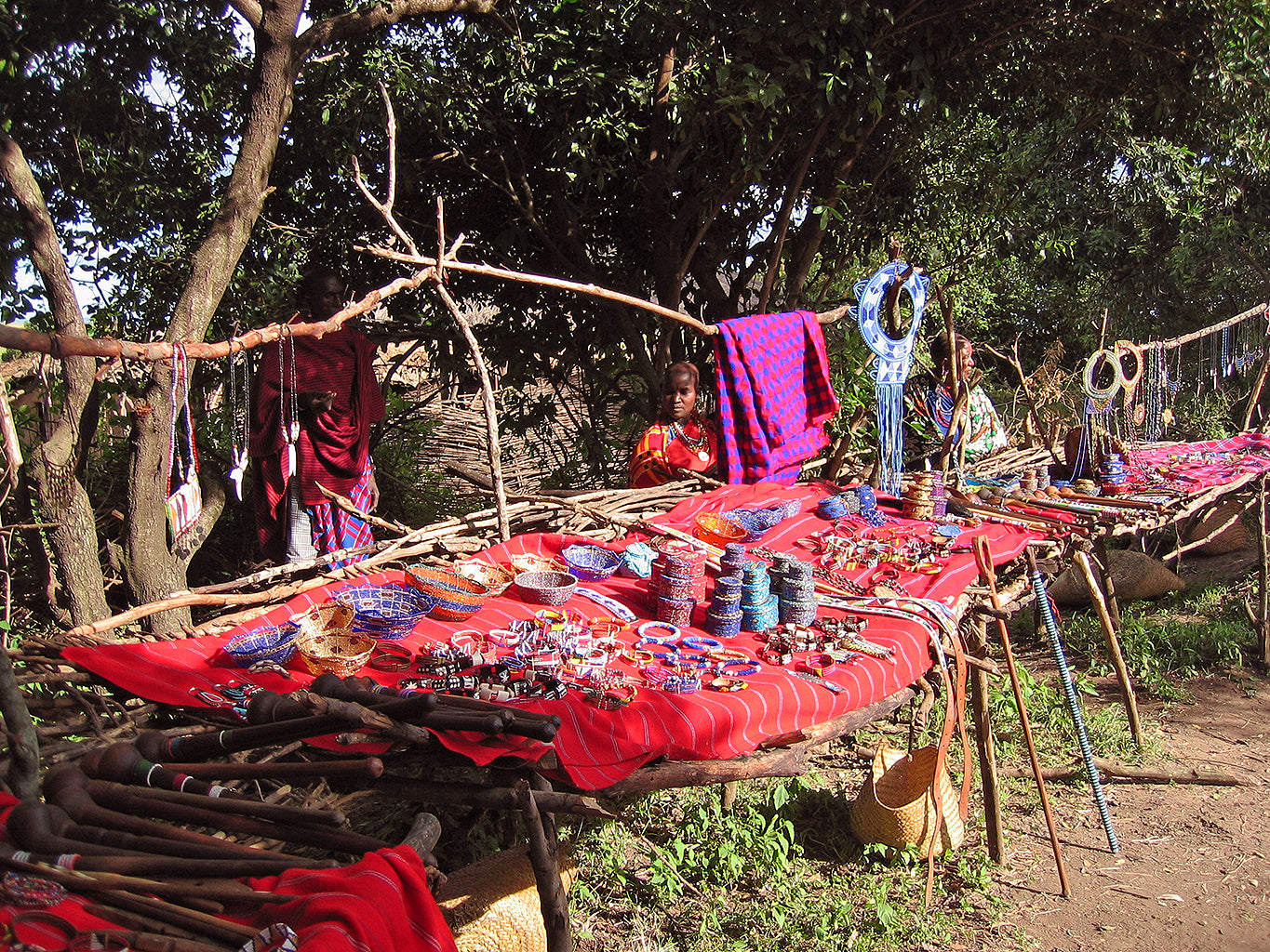 Safari Journal / Blog by Safari Fusion | Shopping bush style | Handmade trinkets and treasures of the Maasai people, Masai Mara Kenya | © Kellie Shearwood