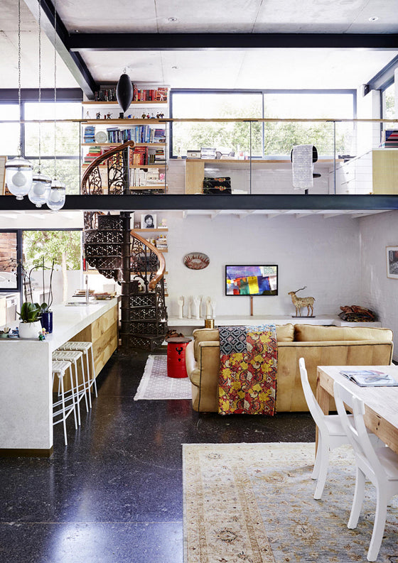 Safari Journal / Blog by Safari Fusion | Modern bohemian | Modern bohemian kitchen and living room in a Tamboerskloof home, Cape Town / South Africa | Image © vtwonen