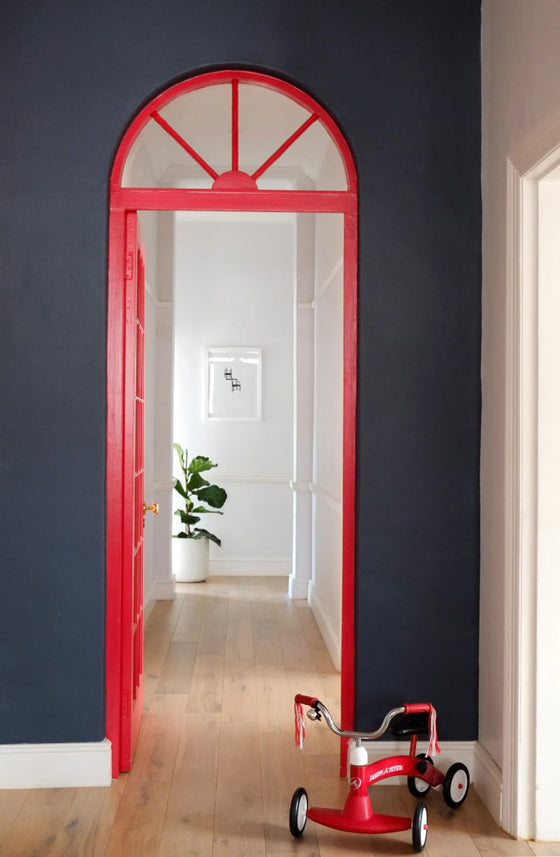 Safari Journal / Blog by Safari Fusion | Colour crush / red | A red door pops against dark walls, Cape Town, South Africa