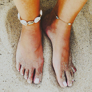 Natural and gold shell ankle bracelet