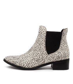 Women's Django&Juliette Pancho/Black White Boot