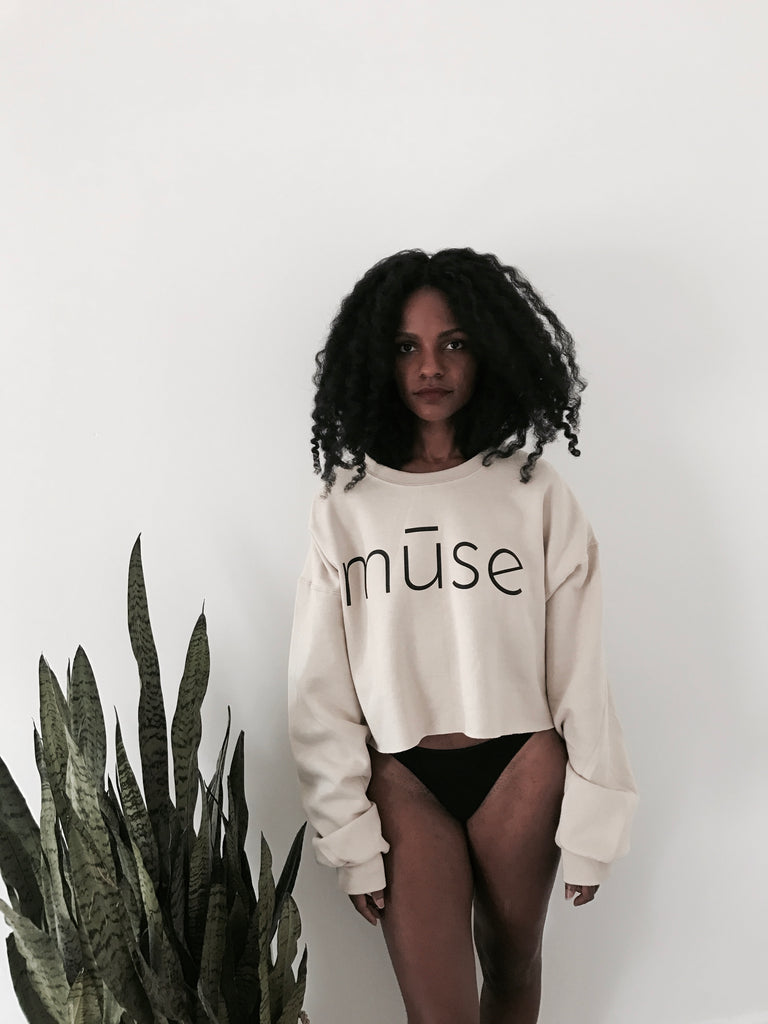 Mūse Cropped Sweatshirt - tan