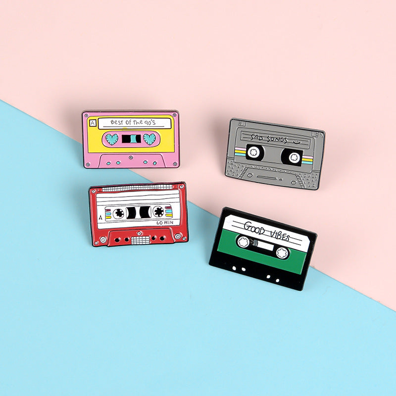 """4 PIECES RETRO TAPE"" PIN Y021206"