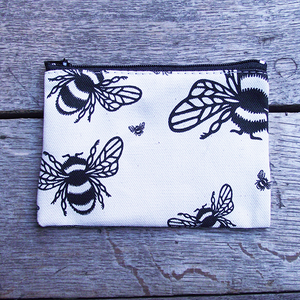 Cotton purse from Shakespeare's Globe with a bee design and quote from Hamlet printed in black.
