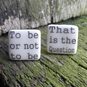 Ceramic cufflinks featuring a Shakespeare quote (to be or not to be)