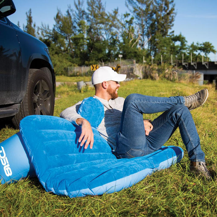 LIFESTYLE INFLATABLE CAR MATTRESS/PET FRIENDLY WITH TWO PILLOWS AND PUMP