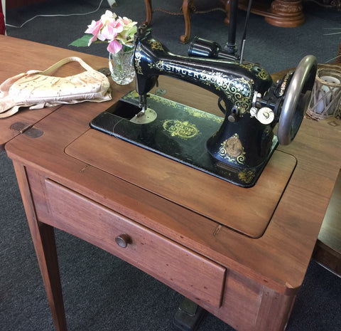 Singer Sewing Machine In Cabinet - Thompsons Vintage Treasures