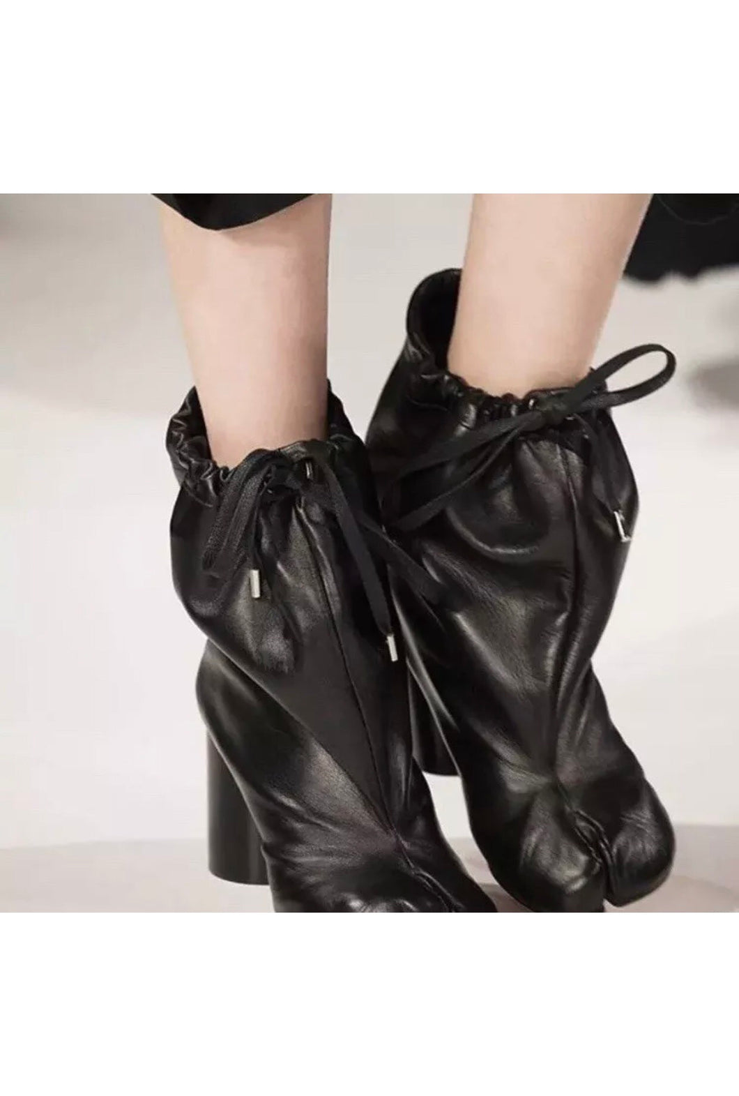 MAISON MARTIN MARGIELA tabi shoes