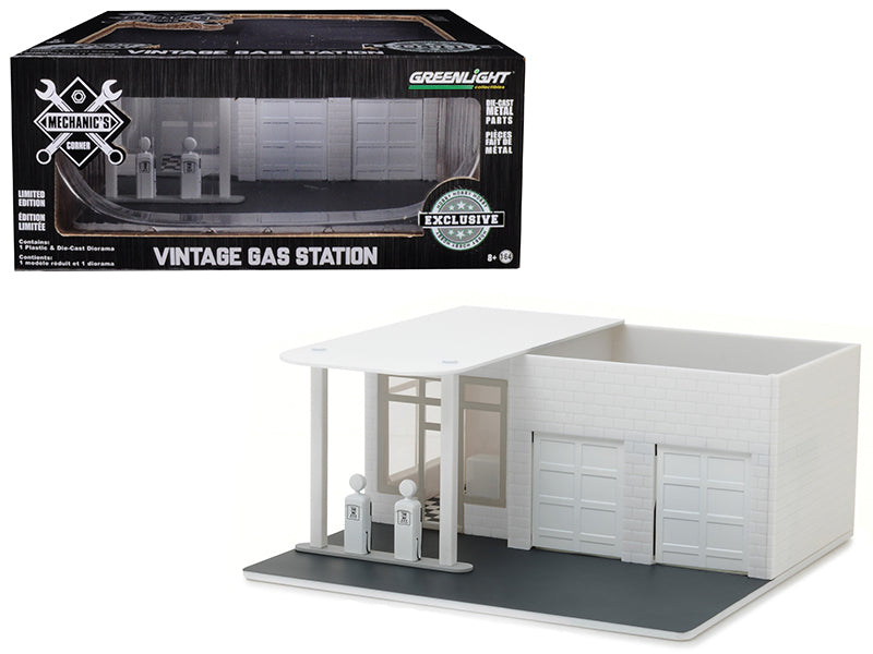 Mechanic's Corner Vintage Gas Station Plain White Hobby Exclusive 1/64 Scale - Greenlight - 57014