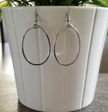 Load image into Gallery viewer, Small Oval Hoop Earrings